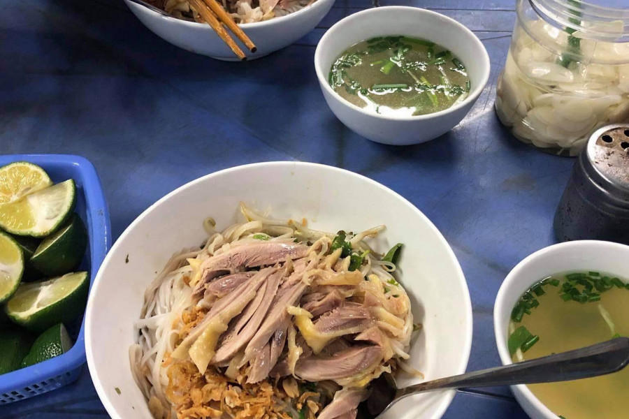 Vietnamese cuisine submitted by Tran (Gatter) Dihn'21: Phở t rộn, which is Phở but...