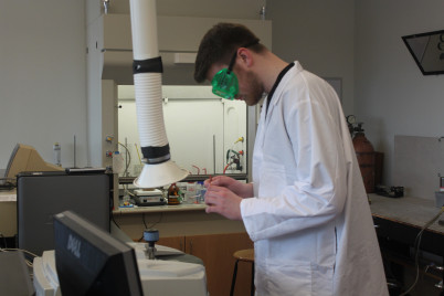 Student analyzing an organic synthesis product.