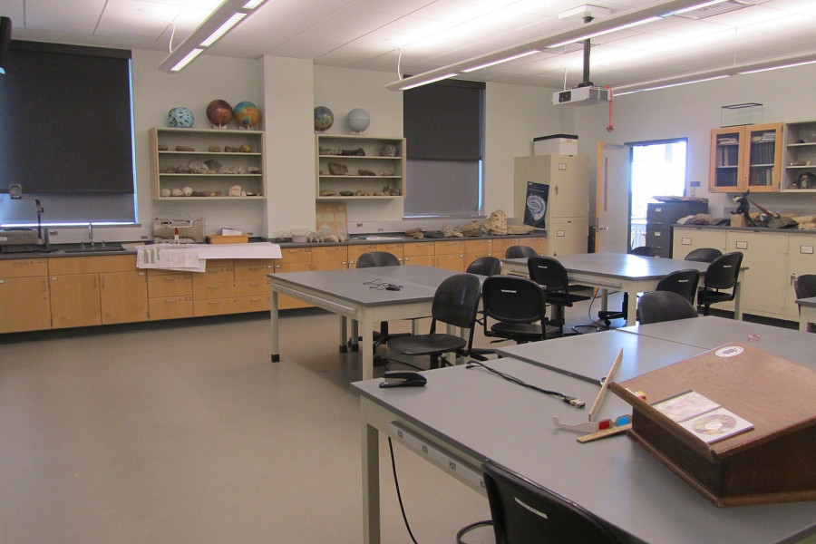 Geomorphology, Hydrogeology, Paleontology, and Sedimentology are taught in this room.
